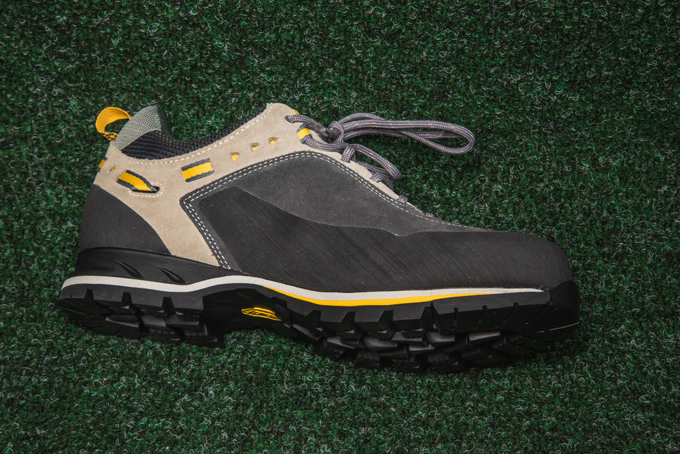 Turistická obuv Garmont Dragontail MNT GTX - shark taupe  2aee3ca70cf